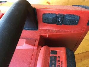 AUX og USB bak gummilokk.