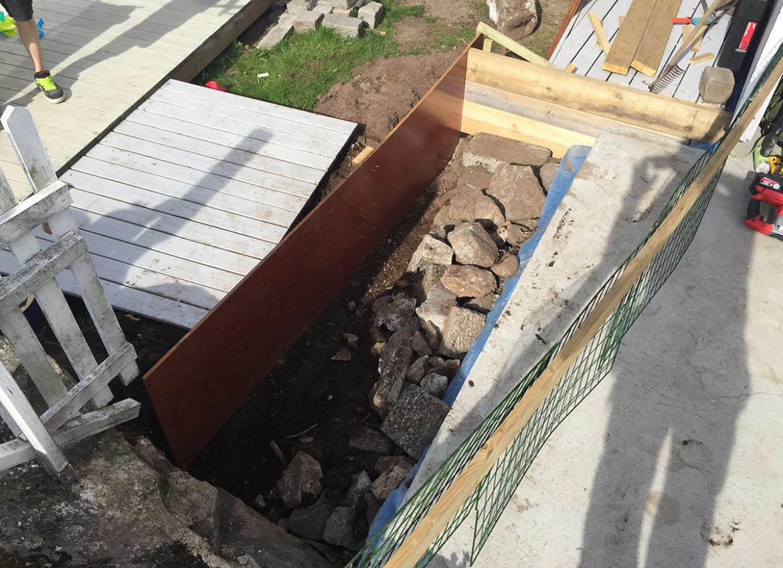 Dette hullet skal bli utvidelse av terasse.