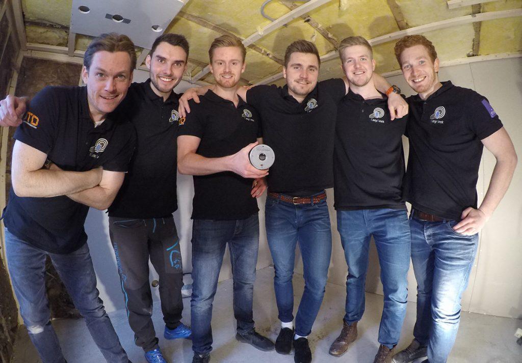 Denne gjengen med elektrikere og ingeniørstudenter står bak EasyZeek. F.v. Arnt Raino Johannessen, Tobias Pedersen, Pål Magnus Hannisdal, Henrik Smith, Kristian Snøtun og Jon Harald Schøning. (Foto: EasyZeek SB)