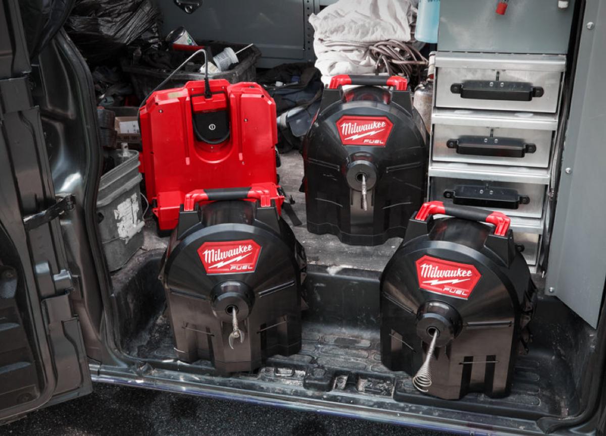 Milwaukee Switch Pack tromler i servicebil.