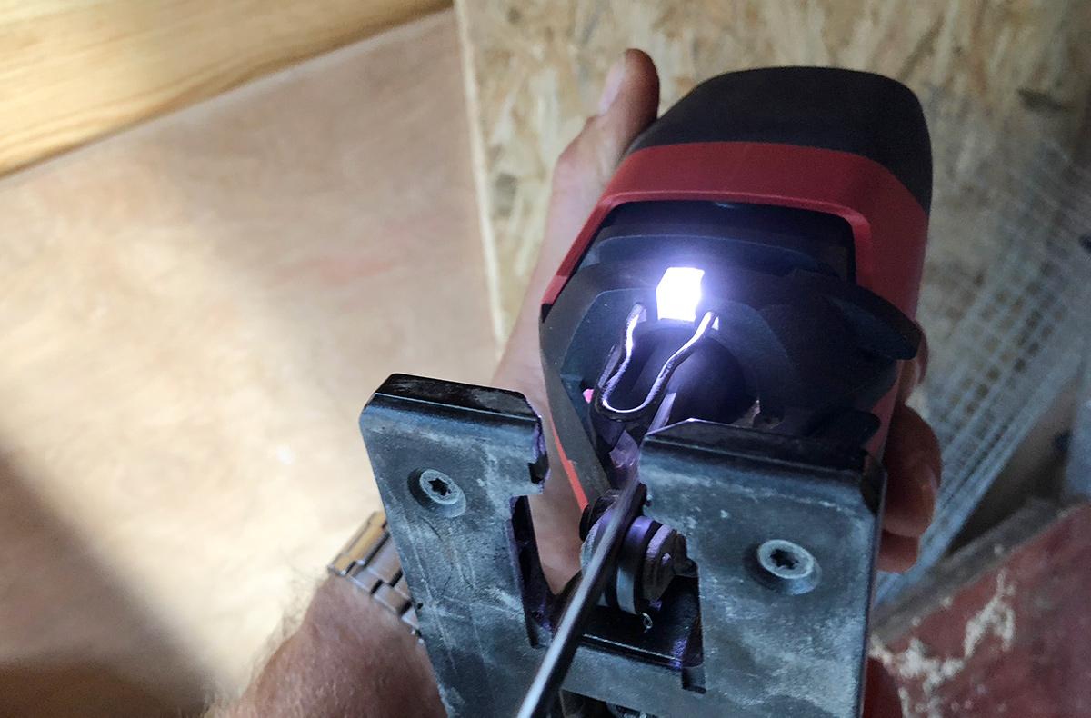 LED-lys på Hilti 22V stikksag