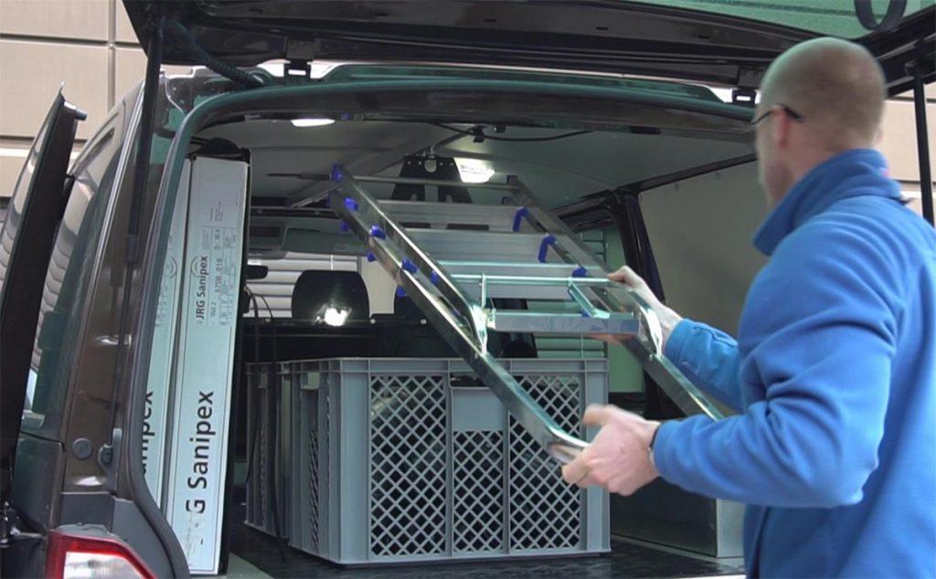 Loyds gardintrappholder til varebil og servicebil.