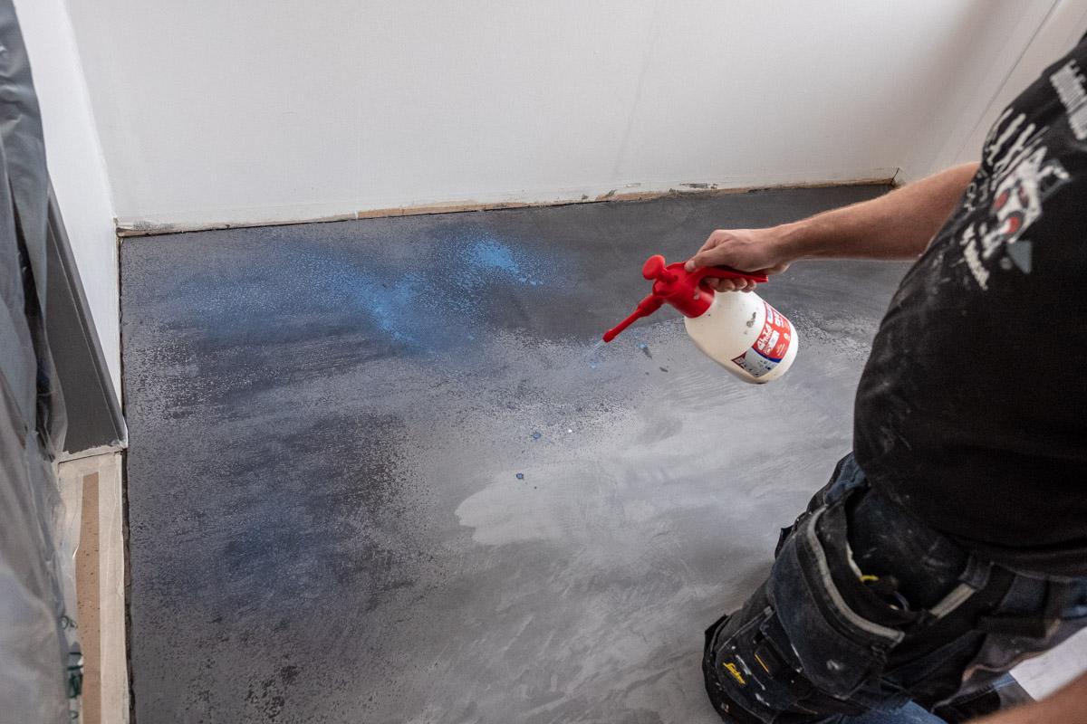 Conteco fargeforsterker sprayes på