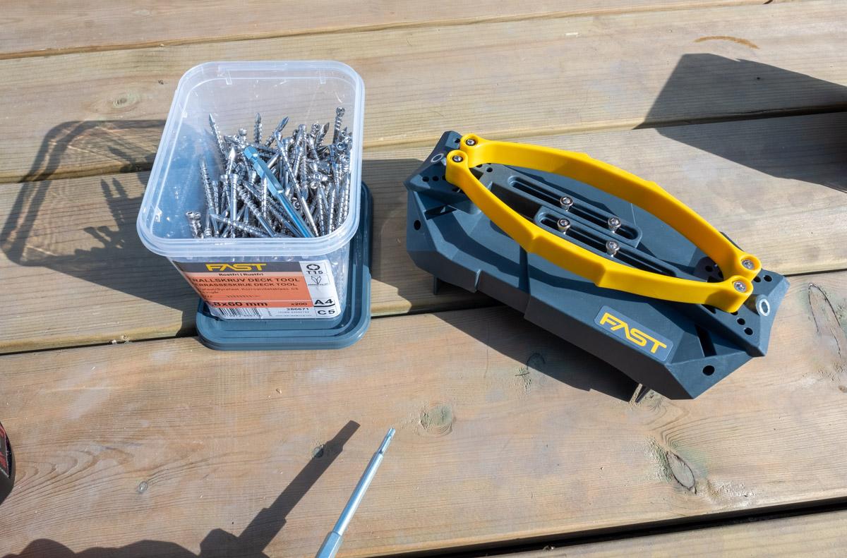 Fast decking tool