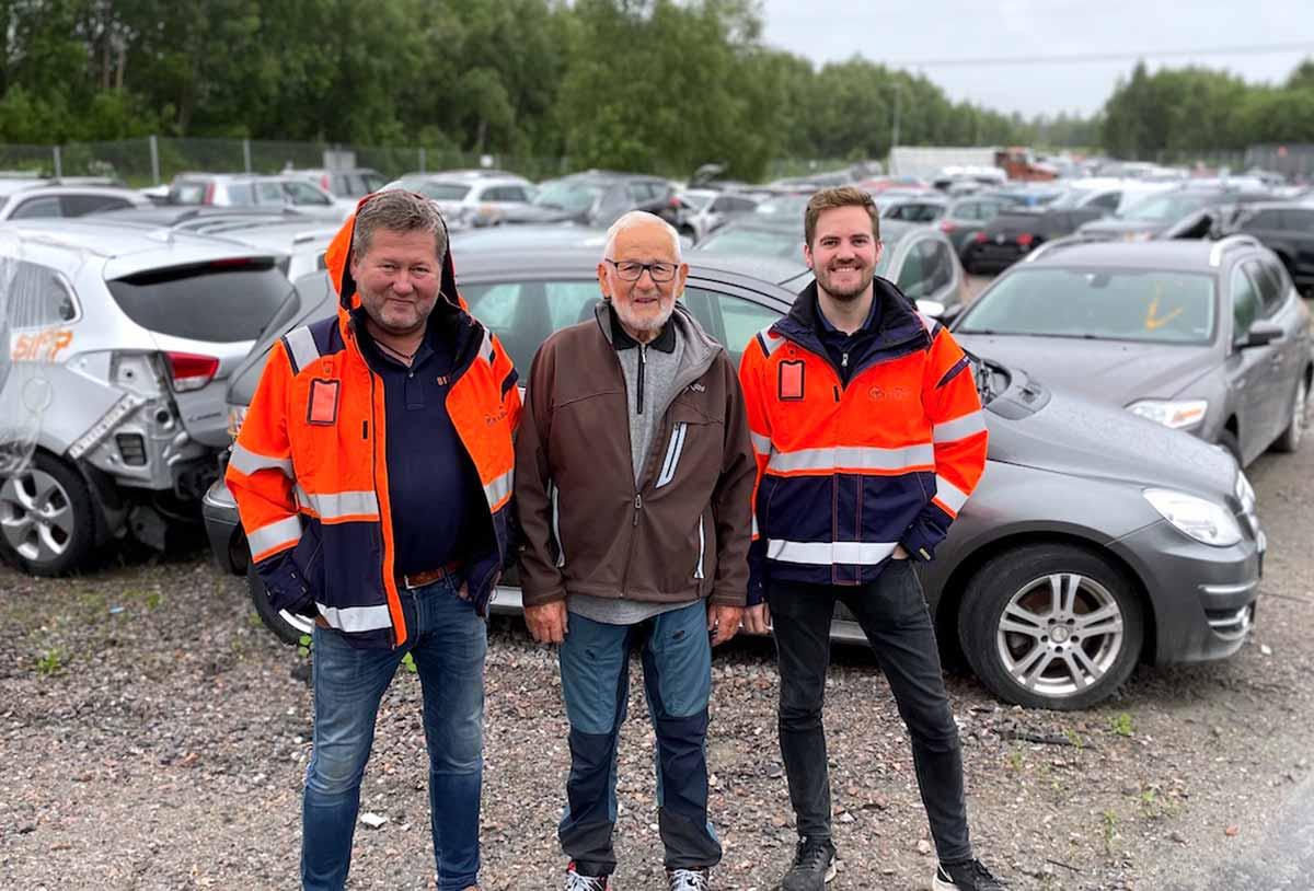 Tre karer på bilopphuggeri. Bjarne Brøndbo, Arne Brøndbo og Anders Greftegreff