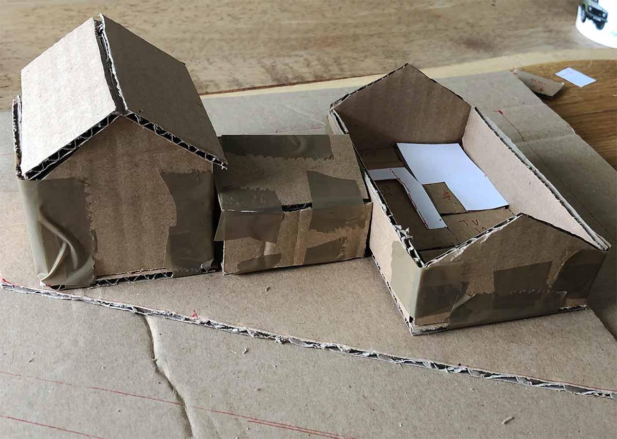 Husmodell i brun papp